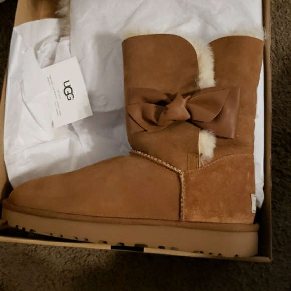 4000492f739 Ugg Daelynn boots NWT
